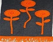 Tres rosas en color naranja